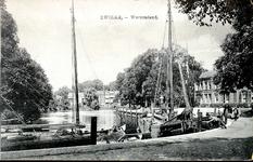 5979 PBKR1163 Groot Wezenland, stadsgracht met schepen, rechts het R. K. Ziekenhuis, ca. 1910., 1910-00-00