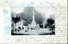 6052 PBKR2314 Foto van de fontein op het Van Nahuysplein, met een rand van speenkruid. De fontein is in 1892 door de ...