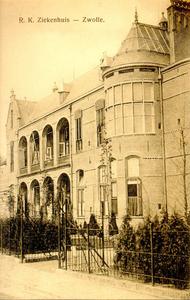 6384 PBKR1205 Het R.K. Ziekenhuis aan de Blekerstraat. Deze vleugel met onder andere de afdeling chirurgie is in 1902 ...