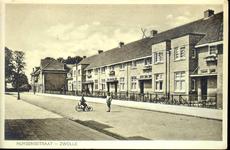 6422 PBKR1782 Onevenzijde van de Huygensstraat in 1930. De straat is net aangelegd. De woningen zijn nog nieuw. Op ...