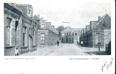 6425 PBKR1785 Gezicht vanuit de Van Ittersumstraat in zuidelijke richting nabij de kruising met de Groeneweg in 1900. ...