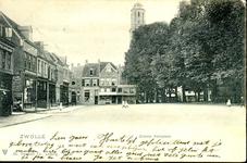 6626 PBKR1266 Grote Kerkplein, ca. 1900.Links: koper en blikslagerij van M. Troostwijk dan ingang Papenstraat. Op de ...