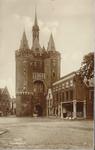 6740 PBKR3004 Sassenpoort naar de stad gezien, 1922.In het klokgeveltje, Van Nahuysplein 22, het Overijsselsch Dagblad, ...
