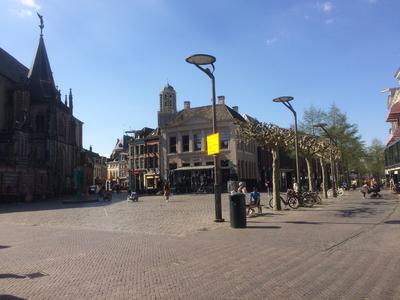 117 De Grote Markt in Zwolle op donderdag 9 april 2020 om 14:32 uur, 09-04-2020