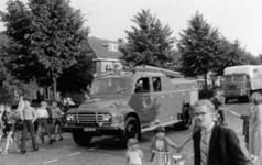 90550 Afbeelding van het afscheid van de oude spuitwagen van de vrijwillige brandweer te De Meern (gemeente Vleuten-De ...