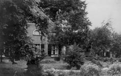 126015 Gezicht op boerderij Maria's Hoeve (Lageweide 14) te Utrecht.N.B. Het adres is ca. 1950 gewijzigd in Lageweide 28.