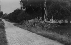 126010 Gezicht in de Lageweide te Utrecht met rechts de boerderij Bouwlust (Lageweide 1).N.B. Het adres is ca. 1950 ...