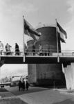 91807 Afbeelding van de rondleiding voor de genodigden bij de officiële opening van de rioolwaterzuiveringsinstallatie ...