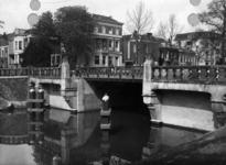 83747 Gezicht op de Willemsbrug over de Stadsbuitengracht te Utrecht, uit het oosten.