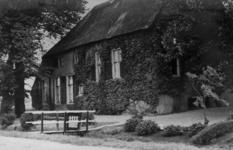 126006 Gezicht op de boerderij Sophia's Hoeve (Lageweide 7) te Utrecht.N.B. Het adres is ca. 1950 gewijzigd in Lageweide 29.