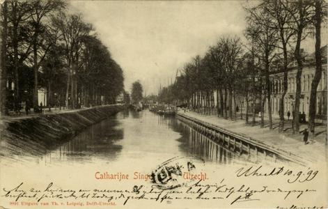 122781 Gezicht op de Stadsbuitengracht te Utrecht, vanaf de Willemsbrug, links de Catharijnesingel, rechts de Rijnkade ...