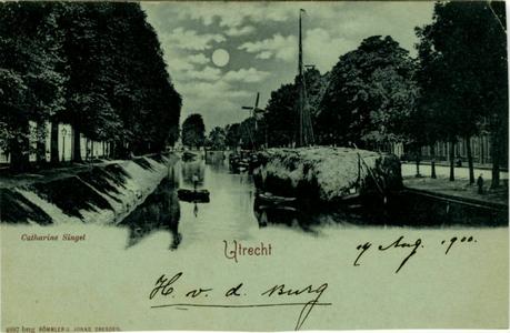 122782 Gezicht op de Stadsbuitengracht te Utrecht, vanaf de Willemsbrug, links de Catharijnesingel, rechts de Rijnkade ...