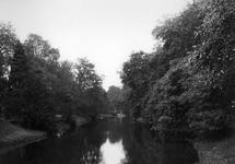 40894 Gezicht op de Stadsbuitengracht te Utrecht met op de achtergrond de Herenbrug, uit het noorden.
