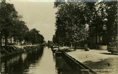 122779 Gezicht op de Stadsbuitengracht met de Catharijnesingel (links) en de Rijnkade (rechts) te Utrecht.
