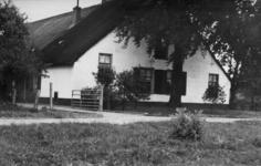 126011 Gezicht op boerderij Bouwlust (Lageweide 1) te Utrecht.N.B. Het adres is ca. 1950 gewijzigd in Lageweide 17.