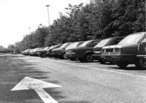 154549 Gezicht op de P+R-parkeerplaats bij het N.S.-station Hoogeveen te Hoogeveen.