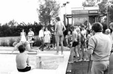 91477 Afbeelding van zwemmers op het openlucht zwembadencomplex Fletiomare (Esdoornlaan 5) te De Meern (gemeente ...
