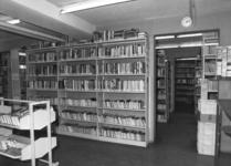 24561 Interieur van het filiaal Overvecht (Vader Rijndreef 84) van de Utrechtse Openbare Bibliotheek te Utrecht.