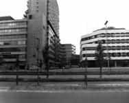 55023 Gezicht op de Catharijnesingel te Utrecht met de kantoorgebouwen van Hoog Catharijne, vanaf de Rijnkade ...