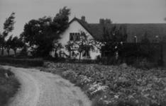 126003 Gezicht op de boerderij Lageweide 39 te Utrecht.