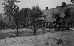 126013 Gezicht op boerderij Slangenrode (Lageweide 12) te Utrecht.N.B. Het adres is ca. 1950 gewijzigd in Lageweide 22.
