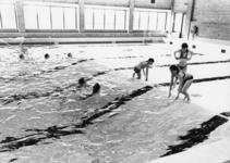 91535 Interieur van het overdekte zwembad Fletiomare (Esdoornlaan 5) te De Meern (gemeente Vleuten-De Meern): grote ...