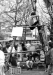 90914 Afbeelding van de activiteiten van de scouts tijdens de viering van Koninginnedag op het Dorpsplein te Vleuten ...