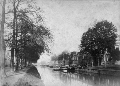 69740 Gezicht vanaf de Willemsbrug op de Stadsbuitengracht en de huizen aan de Rijnkade te Utrecht.
