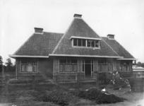 23569 Gezicht op de woning van de opzichter van het Stichts Asyl voor Dieren (Houtensepad 2A) te Utrecht.N.B.: Het ...