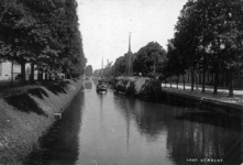 69743 Gezicht vanaf de Willemsbrug op de Stadsbuitengracht te Utrecht met links de Catharijnesingel en rechts de Rijnkade.