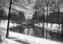 63279 Gezicht op de Stadsbuitengracht te Utrecht met de Lucasbrug, uit het zuiden.