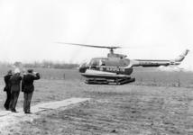 90438 Afbeelding van de aankomst van Prins Bernhard en de commandant van het district Utrecht van de Rijkspolitie, jhr. ...