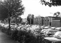 154533 Gezicht op de geparkeerde auto's op de P+R-parkeerplaats bij het N.S.-station Assen te Assen.