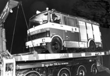 90558 Afbeelding van de aflevering van de nieuwe Mercedes-blusauto voor het brandweerkorps van De Meern bij de ...