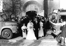 90576 Afbeelding van het huwelijk van G. Koopman (magazijnmeester van de vrijwillige brandweer De Meern) met mej. C. ...