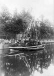 69744 Afbeelding van een boot in de Stadsbuitengracht te Utrecht aan de Rijnkade.