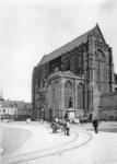 55864 Gezicht op het Munsterkerkhof met de Domkerk te Utrecht; en het op 15-10 -1883 geplaatste standbeeld Jan van ...