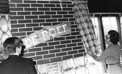 91414 Afbeelding van de officiële opening van de recreatiezaal De Roef in het Bejaardencentrum De Zonnewijzer ...