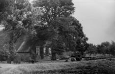 126004 Gezicht op de boerderij Sophia's Hoeve (Lageweide 7) te Utrecht.N.B. Het adres is ca. 1950 gewijzigd in Lageweide 29.