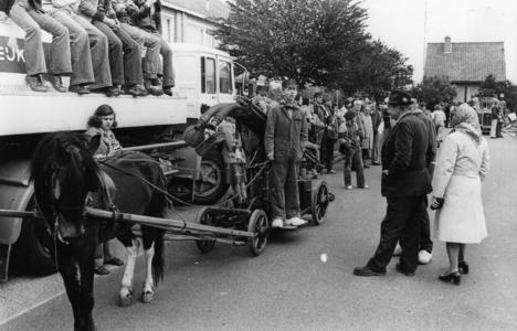 90724 Afbeelding van de festiviteiten ter gelegenheid van het 50-jarig bestaan van de Vrijwillige Brandweervereniging ...