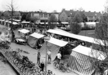 90801 Gezicht op de vrijmarkt aan de Oranjelaan te De Meern (gemeente Vleuten-De Meern), tijdens de viering van ...