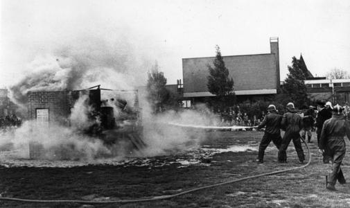 90725 Afbeelding van de festiviteiten ter gelegenheid van het 50-jarig bestaan van de Vrijwillige Brandweervereniging ...