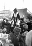 90893 Afbeelding van de ontvangst van Sinterklaas bij het café-restaurant Het Oude Raadhuis (Hindersteinlaan 2) te ...