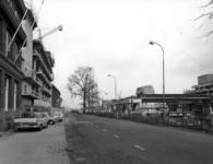 55018 Gezicht op de Catharijnesingel te Utrecht met rechts de in aanbouw zijnde Radboudtraverse.