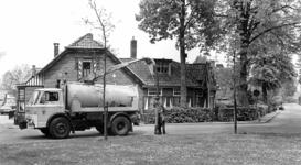 90265 Afbeelding van een kolkenzuiger van de dienst gemeentewerken van de gemeente Vleuten-De Meern voor de reiniging ...