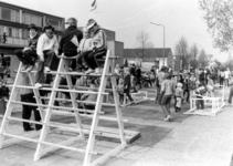 90791 Afbeelding van de kinderspelen bij het winkelcentrum Mereveld aan de Oranjelaan te De Meern (gemeente Vleuten-De ...