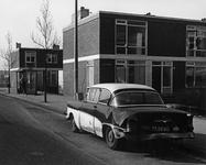 58347 Gezicht op de voor- en linker zijgevel van het hoekhuis Hermesdreef 2 te Utrecht met links een gedeelte van de ...
