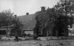 126012 Gezicht op boerderij Slangenrode (Lageweide 12) te Utrecht.N.B. Het adres is ca. 1950 gewijzigd in Lageweide 22.