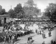 41468 Gezicht op de paardenmarkt op het Vredenburg te Utrecht.