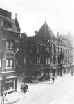 60579 Gezicht op een deel van de voorgevel en op de linker zijgevel van de apotheek J. Viel en Van Dijk (Korte ...